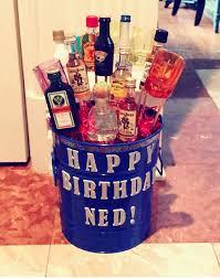 liquor gift baskets teki 25 den fazla en iyi liquor gift baskets fikri