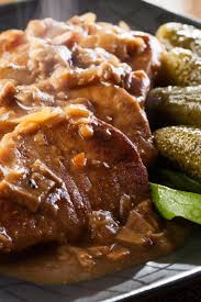 cube steak with mushroom gravy and mashed potatoes weight