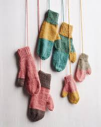 how to knit playful mittens using leftover yarn coordinating