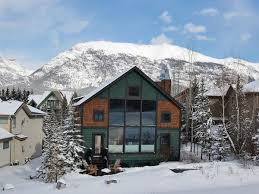 Mountain Backdrop Central Canmore Home Features Dramatic Mountain Backdrop The