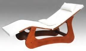 chaise longue d int rieur chaise longue contemporaine en bois pour centre de bien être