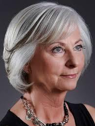 coupe cheveux gris jolies coupes de cheveux pour femme de 50 ans