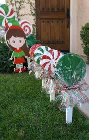 christmas lawn decorations diy christmas lawn decorations doityourselfcom christmas lawn