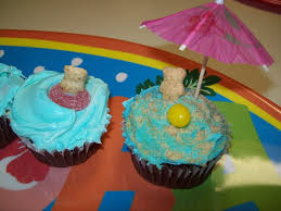 easy do it yourself luau beach cupcakes the thrifty mommy