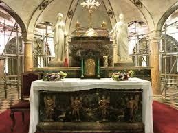 foto vasi altare dei sacri vasi photo de basilica di sant andrea di