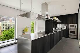 plan de travail inox cuisine design interieur cuisine blanche hotte aspirante plan