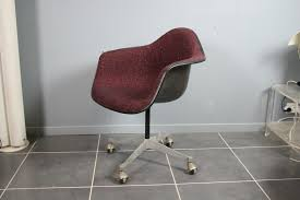 Charles Eames Armchair Bordeaux Office Armchair By Charles U0026 Ray Eames For Herman Miller