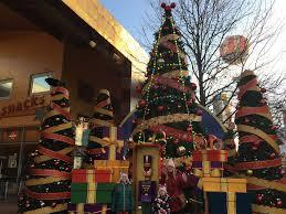 celebrating christmas at disneyland paris u2013 you need to visit