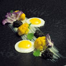 caviar recettes cuisine oeuf de caille au plat avec trilogie de chou fleur et caviar