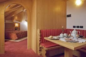Wohnzimmer M El Noce Hotel Almazzago Italien Commezzadura Booking Com