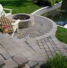 Belgard Patio Pavers by Belgard Cambridge Pavers And Weston Wall Used To Build The Fire