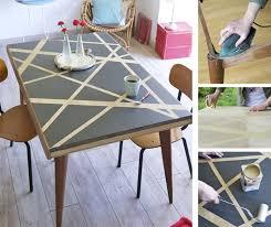 repeindre une table de cuisine en bois relooker une table avec des effets graphiques diy faites le vous