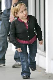 jennifer arnold on the little couples hair style zoey is way too cute in her navy blue tunic and bright green