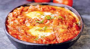que cuisiner avec des oeufs un nom original un gout exquis un tchoutchouka aux œufs