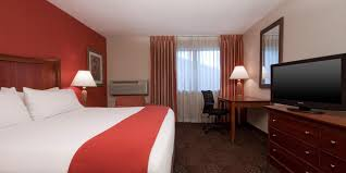 Harlem Furniture Outlet Store In Lombard Il by Hotels In Downers Grove Il Near Chicago Holiday Inn Express