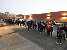 pictures black friday shoppers began lining up on thanksgiving
