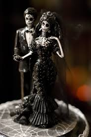 halloween wedding cake topper i bought this for our hallowedding 6