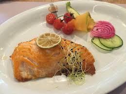 cuisine à la plancha escalope de saumon à la plancha picture of restaurant cafe de la