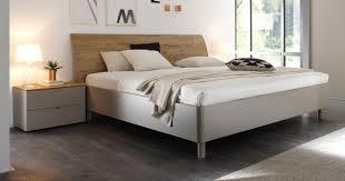 Schlafzimmer Hochglanz Beige Schlafzimmer Beige Gemütlich Auf Moderne Deko Ideen Zusammen Mit