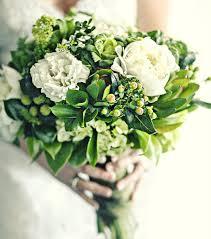 bouquet de fleurs roses blanches bouquet de mariée rond sauvage rose toutes les tendances 2016