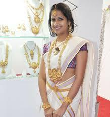 wedding images bridal traditional jewellery on wedding shopping
