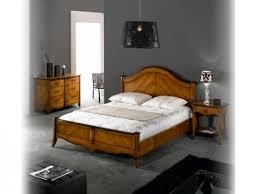 chambre en merisier chambre lit merisier romantique avec tete de lit tissu décorateur