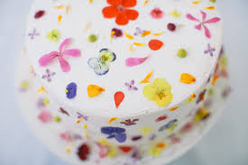 edible images d e s i g n l o v e f e s t cake with edible flowers