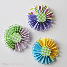 how to make easy paper medallions from scrapbook paper and use