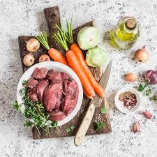 cuisiner l ail ingrédients pour cuisiner viande de b uf cru carottes courges
