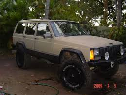 tan jeep cherokee i really like the desert tan black combo jeep cherokee xj