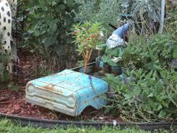 yard decorations travelin