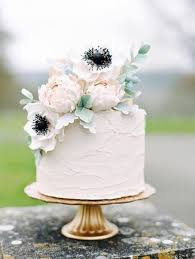 simple wedding cakes best 25 small wedding cakes ideas on wedding cupcakes