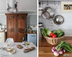 une normande en cuisine une armoire normande intégrée à la cuisine est flanquée de deux