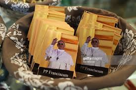 pope francis souvenirs souvenirs and merchandise starts to appear depicting the new pope
