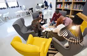 bureau start up quand le bureau d une start up devient lieu de vie des salariés