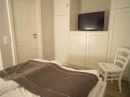 Schlafzimmerschrank Fernsehfach Funvit Com Kinderbett Stauraum Bauen