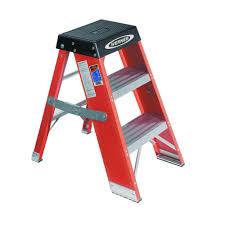 werner 2 ft fiberglass step ladder with 375 lb load capacity