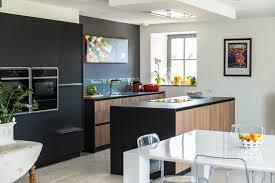 cuisine blanche et noir cuisine noir et bois affordable attractive cuisine blanc laque