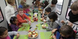 drei köche berlin berliner tafel ein speisewagen nur für kinder berliner zeitung