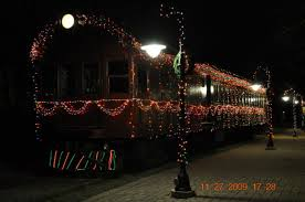 christmas lights train ride everyone should take the holiday lights express train ride in delaware
