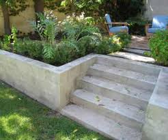 Cinder Block Decorating Ideas by Cinder Block Retaining Wall Design 1000 Ideas About Concrete Block