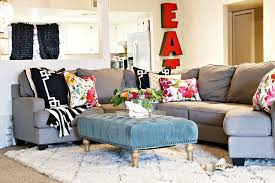 Livingroom Rugs by Colorful Living Room With Amazing Rug