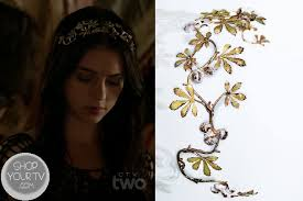 reign tv show hair beads mary queen of scots adelaide kane wears this floral vine like