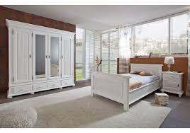 Bilder Schlafzimmer Landhausstil Schlafzimmer Altweiss Im Landhausstil Aus Massiver Fichte Mit Bett