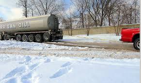 Dodge Dakota Truck Towing Capacity - dodge dakota 4 7 v8 pulls out stuck semi truck from deep snow