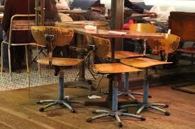 gambar meja tulis kayu kursi restoran bar mebel kamar