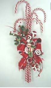 Outdoor Christmas Decorations Candy Canes by Best 25 Outdoor Christmas Wreaths Ideas On Pinterest Outdoor