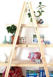 bureau echelle deco echelle bois avec une acchelle et des planches de pin cracer un
