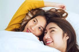 femme de chambre lesbienne heureuse lesbienne asiatique d apparence de