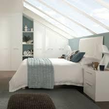 schlafzimmer mit dachschrge schränke für dachschräge 25 coole modelle archzine net